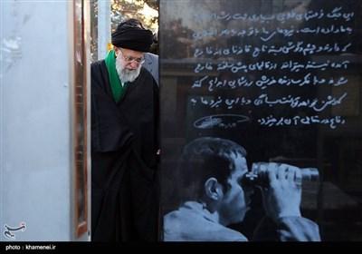 حضور مقام معظم رهبری بر سر مزار شهید حسن باقری