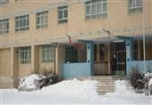 مدارس همچنان گرفتار برف و یخبندان