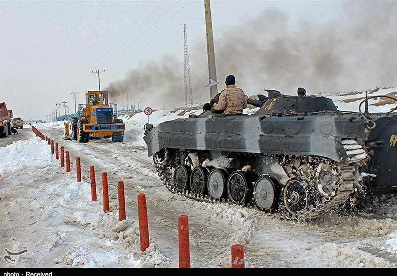 امدادرسانی سپاه به مردم گرفتار در برف + عکس