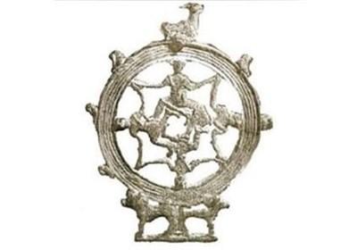 بازگشت نشان فلزی 3000 ساله بورس تهران از لوور