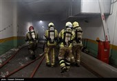 نفوذ تیمهای 4 نفره آتشنشانان به طبقه منفی 4 ساختمان برق حرارتی