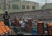 اینجا اردستان؛ شهری که برخی برای کسب درآمد خطر را به جان میپذیرند/چرا مسئولان برای ساماندهی میوهفروشان سیار دست دست میکنند؟