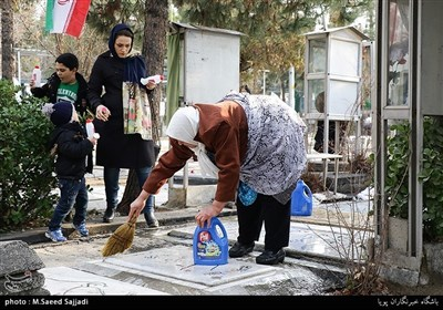 عشرہ فجر | شہداء کے مزاروں سے غبار ہٹانے اور پھول چڑھانے کے مراسم