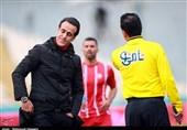 حضور علی کریمی در فدراسیون فوتبال، یک ساعت زودتر از زمان اعلام شده + عکس