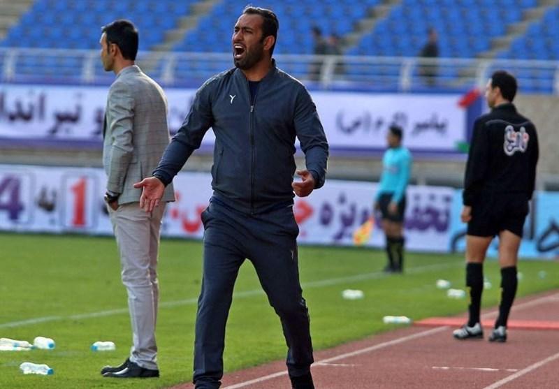 اکبرپور: آقای عباسی! شما در حد لیگ دسته سوم هم نیستید، چه برسد به لیگ برتر!