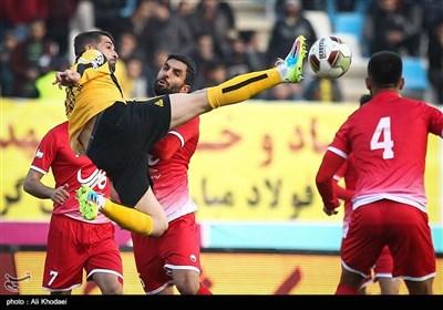 دیدار تیم های فوتبال سپاهان و نفت نوین تهران- اصفهان