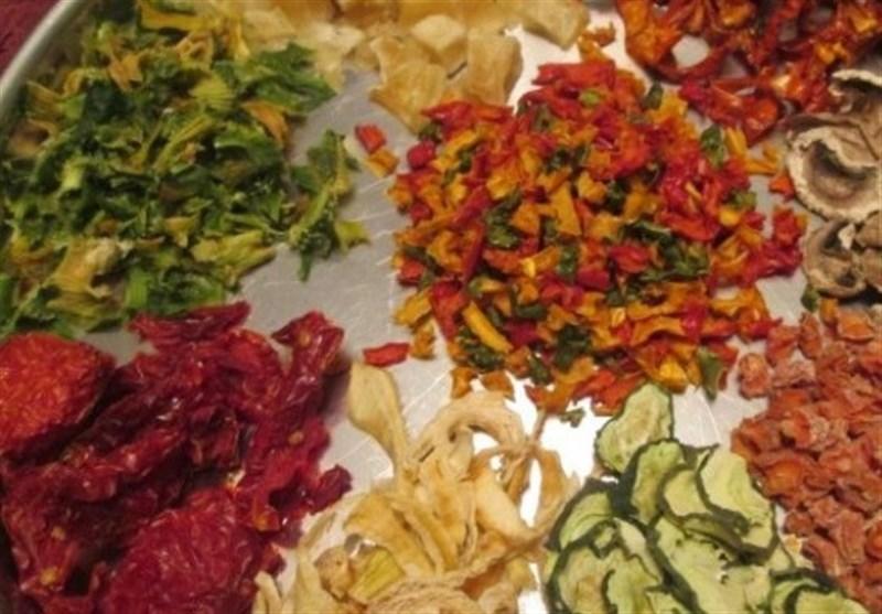 پرستاری که کارآفرین شد؛ سود ماهانه ۵ میلیونی از یک زیرزمین با خشک کردن میوه و سبزیجات مختلف