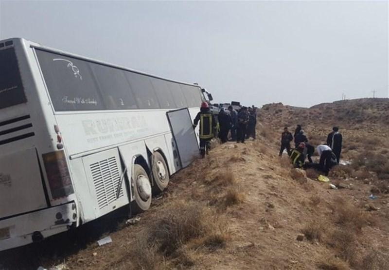 واژگونی اتوبوس مشهد ـ کرمانشاه در گردنه آهوان سمنان