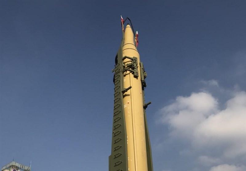 39 عاماً من انفجار النور.. استعراض صاروخ بالیستی بمدى 2000 کیلومتر فی مسیرة إحیاء ذکرى انتصار الثورة الاسلامیة+صور