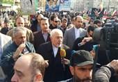 حضور ظریف در بین راهپیمایان 22 بهمن