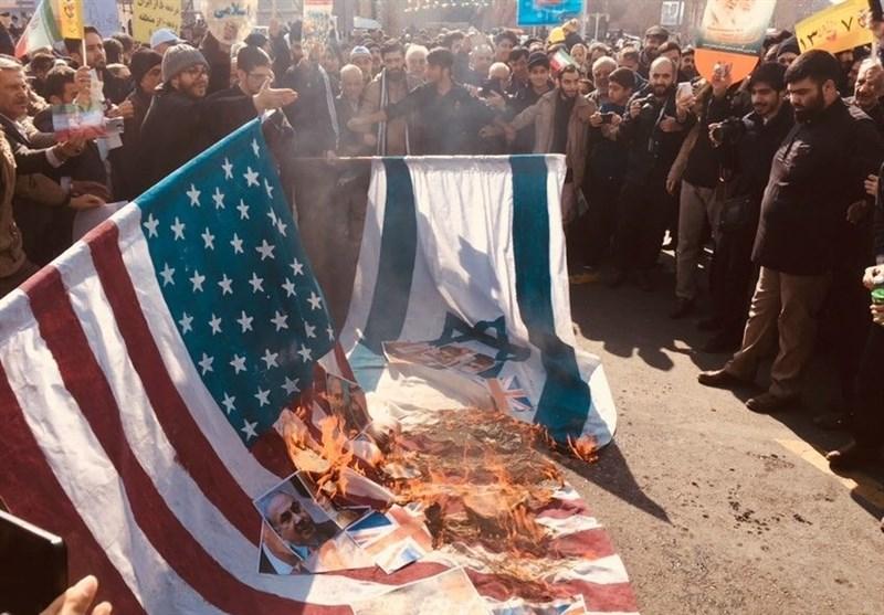 «22 بهمن 96»-18|آتش زدن پرچم آمریکا و رژیم صهیونیستی در راهپیمایی 22 بهمن