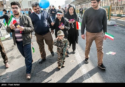 راهپیمایی 22 بهمن در خیابان انقلاب