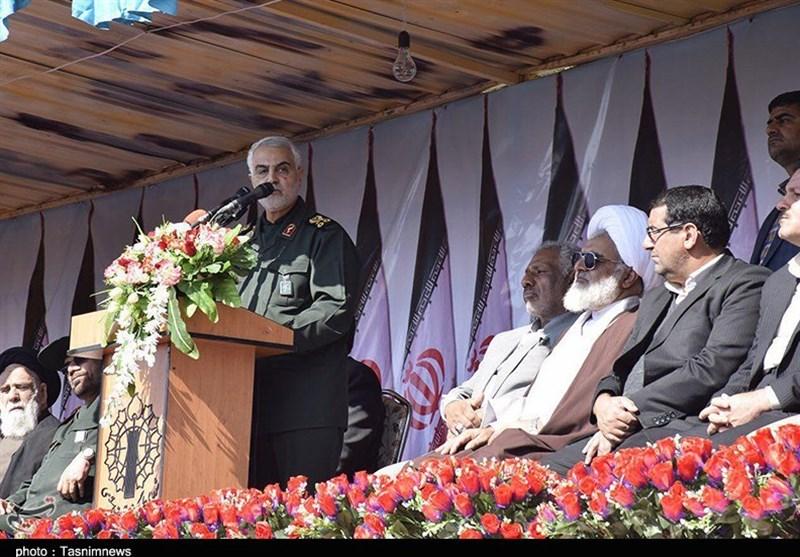کرمان| سرلشکر سلیمانی: ملت ایران در فتنه 88 و اغتشاشات اخیر بینی دشمن را به خاک مالید؛ باید کف پای این ملت را بوسید