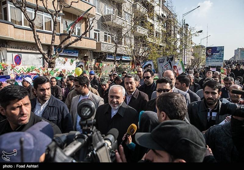 محمدجواد ظریف وزیر امور خارجه در راهپیمایی 22 بهمن - تهران