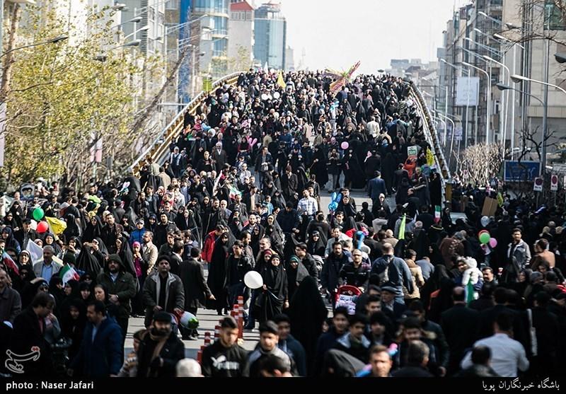 """گزارش کامل تسنیم از راهپیمایی 22 بهمن/ انقلاب زنده است؛ """"مرگ بر آمریکا"""""""