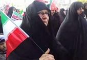 حضور مادر مسیح علی نژاد در راهپیمایی 22 بهمن بابل + عکس و فیلم