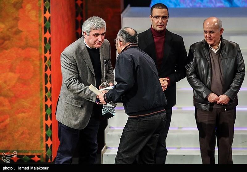 بهرام توکلی و ابراهیم حاتمیکیا در مراسم اختتامیه سیوششمین جشنواره فیلم فجر
