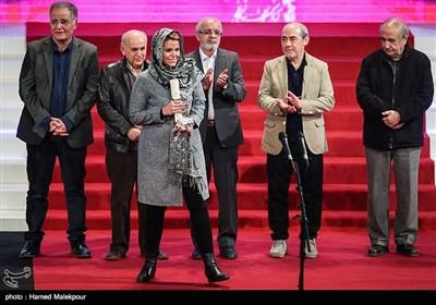 سیمرغ بلورین بهترین بازیگر مکمل مرد به جمشید هاشمپور برای فیلم دارکوب اهداء شد و دخترش این جایزه را دریافت کرد