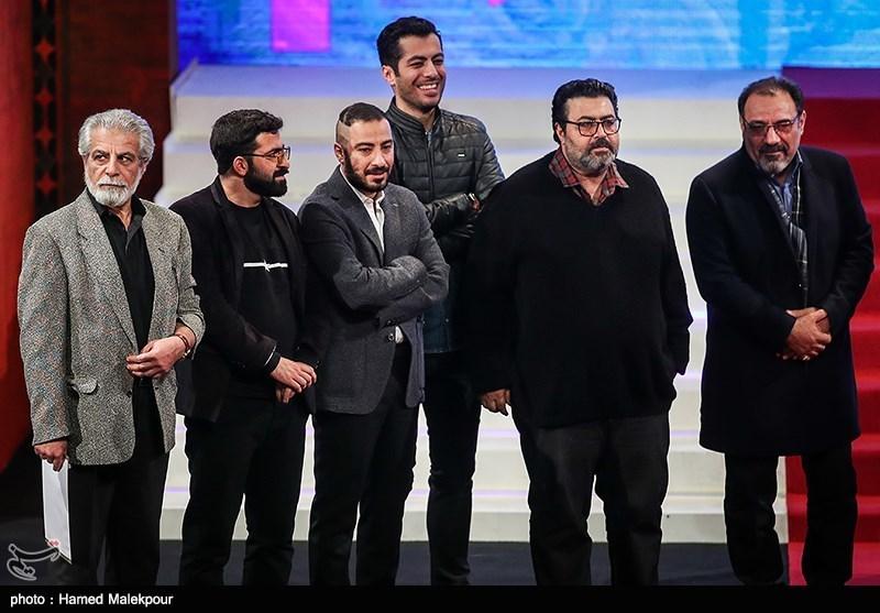 فرهاد اصلانی، نوید پورفرج و نوید محمدزاده بازیگران فیلم مغزهای کوچک زنگزده در مراسم اختتامیه سیوششمین جشنواره فیلم فجر