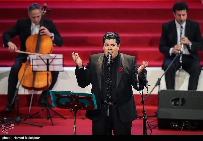 اجرای موسیقی توسط سالار عقیلی در مراسم اختتامیه سیوششمین جشنواره فیلم فجر