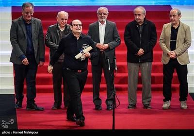 اهداء سیمرغ بلورین بهترین صداگذاری به علیرضا علویان برای فیلم به وقت شام و مغزهای کوچک زنگزده