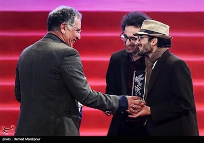 اهداء سیمرغ بلورین بهترین فیلم کوتاه به بهمن و بهرام ارک برای فیلم حیوان