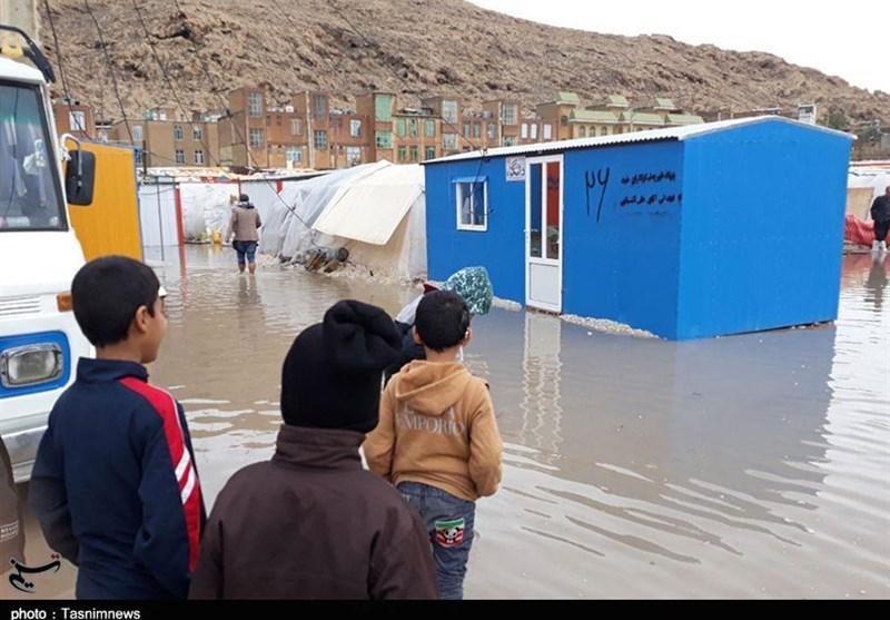 کرمانشاه| زندگی زلزلهزدگان در محاصره آب به روایت تصویر
