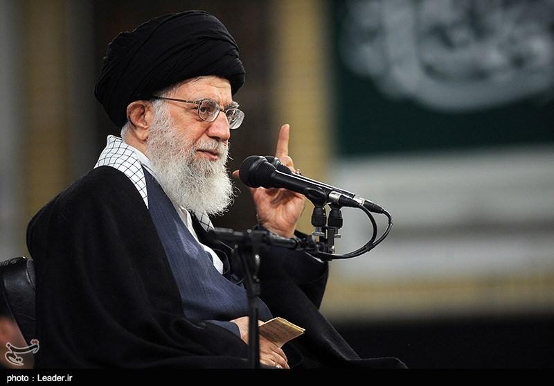 الامام الخامنئی : الشعب الایرانی یقف الى جانب الثورة ونظام الجمهوریة الاسلامیة