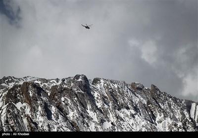 اصفهان | تلاش کوهنوردان برای جست وجوی لاشه هواپیما در ارتفاع 3500 متری