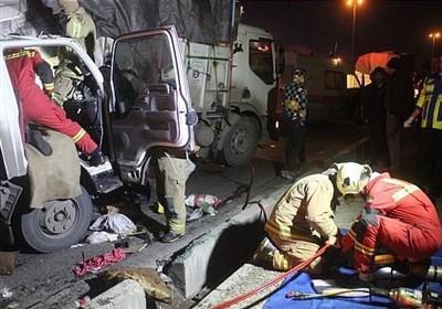 4 مصدوم بر اثر تصادف شدید 2 کامیون + تصاویر