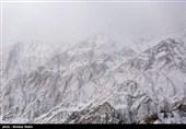 اصفهان| مشاهدات خبرنگار اعزامی تسنیم؛ 2 متر برف روی پیکر جانباختگان را پوشانده