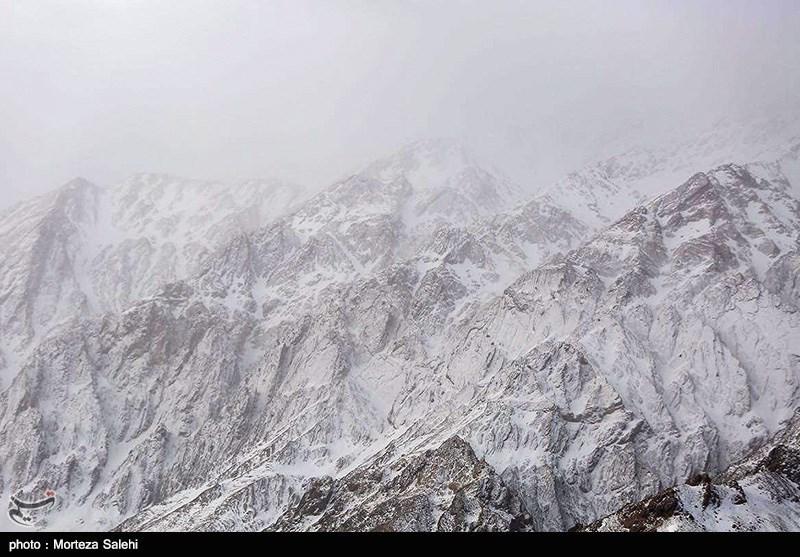 اصفهان| باد شدید و برف و بوران در منطقه دنا/ استقرار خودروی هواشناسی سیار در منطقه