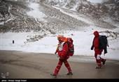 اصفهان| کوهنورد امدادگر: تا 1.5 متری خود را بیشتر نمیدیدیم؛ مسیر بهمنرو و دسترسی تا یک هفته آینده سخت است