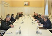Iranian Defense Minister Meets Azeri PM, Minister in Baku