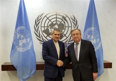 Iran's Outgoing Envoy Presents Gift to UN Chief (+Photo)