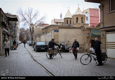 طبق شواهد بدست آمده کلیسای «سورپ گئورک» نخستین و قدیمی ترین کلیسای تهران است که تاریخ ساخت آن بین سال های 1153 تا 1169 هجری شمسی عنوان شده است. این کلیسا در خیابان وحدت اسلامی (شاپور) قرار دارد