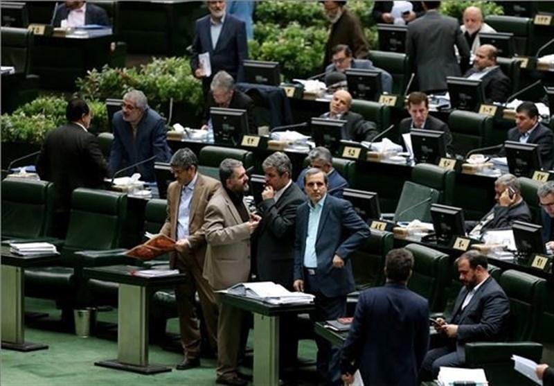 سردرگمی مجلس در استیضاح ربیعی/لاریجانی تنفس داد