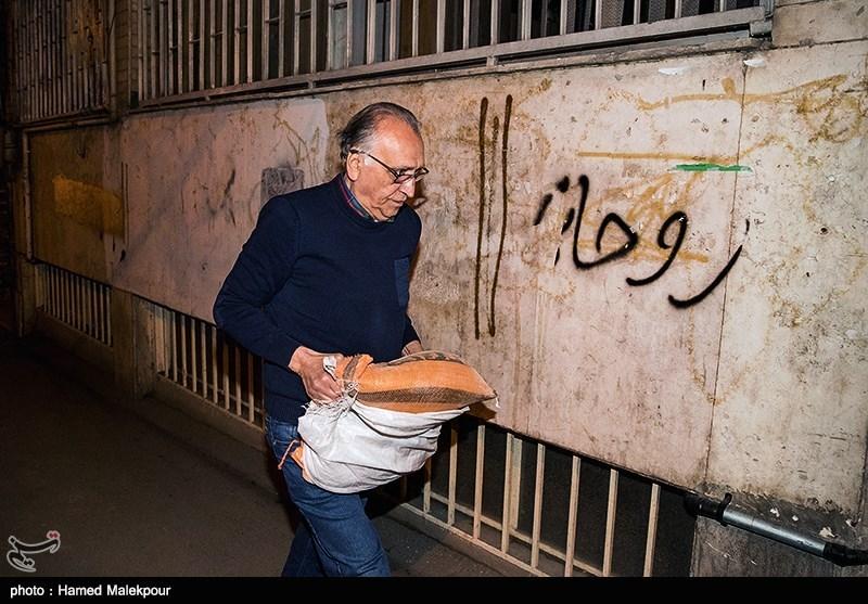 احمد نجفی درب شورای صنفی نمایش را گِل گرفت+تصاویر