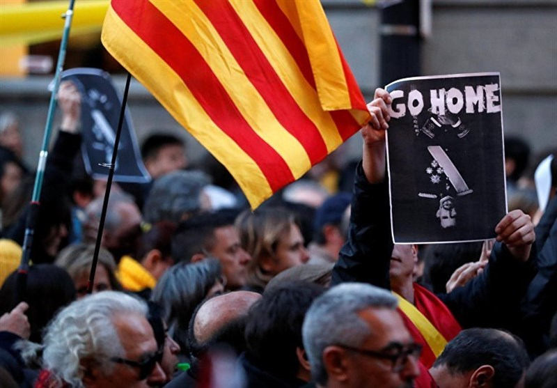 Nearly 20 People Injured in Barcelona Protest over Visit of Felipe VI