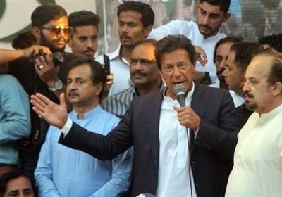 رهبر حزب تحریک انصاف: نواز شریف در تلاش بود با استفاده از قدرت رئیس سنا فساد اقتصادی را قانونی کند