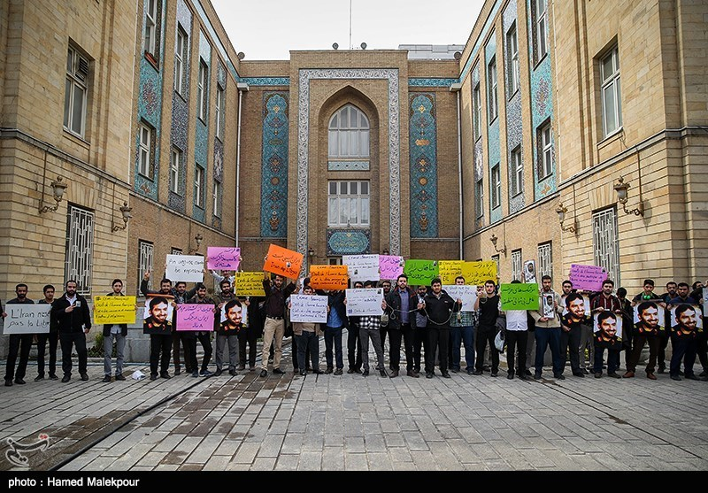 Students Slam French FM's Remarks on Iran's Missiles