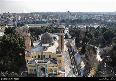 مسجد حضرت علی ابن ابی طالب (ع) جنب پارک میثاق و در شمال محله باغ آذری قرار دارد .