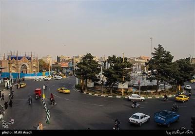 میدان شوش یکی از میدانهای قدیمی تهران است که در جنوب تهران و در نزدیکی ایستگاه راهآهن واقع شدهاست و در نزديكي محله هايي چون دروازه غار،لب خط،مولوي و... قرار گرفته است. قبلاً میدان بزرگ و اصلی میوه و تره بار تهران در این میدان واقع و یکی از اصلی ترین میادین تهران قدیم بوده است