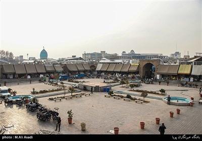کاروانسرای خانات یکی از اماکن تاریخی و گردشگری تهران است که در خیابان مولوی، خیابان صاحب جمع قرار دارد. مساحت کاروانسرا بالغ بر ۱۰,۰۰۰ متر مربع بوده و از ۵۴ حجره کوچک تشکیل شده است.