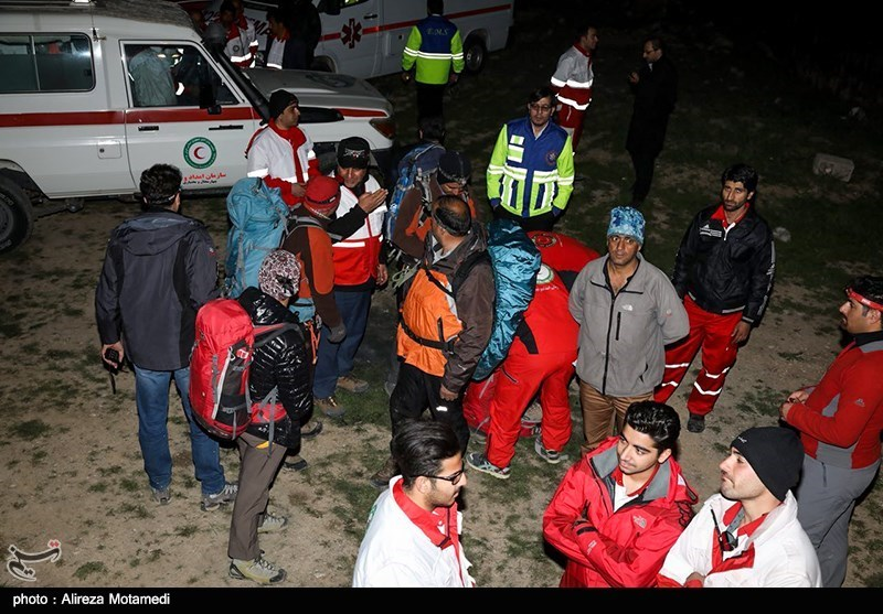 Iranian Rescuers Retrieve Bodies from Turkish Doomed Jet (+Photos)