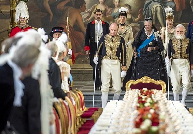 """نگاهی به فیلم """"ویکتوریا و عبدل""""؛ انگلیسیها چگونه تاریخ استعمارگری را رفو میکنند؟"""