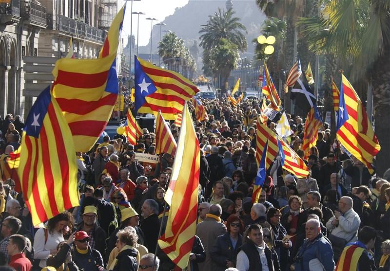 یک میلیون کاتالان در حمایت از جدایی از اسپانیا به خیابانهای بارسلونا سرازیر شدند