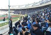 ملعب آزادی فی طهران یعج بالجماهیر لمشاهدة لقاء استقلال والعین الاماراتی