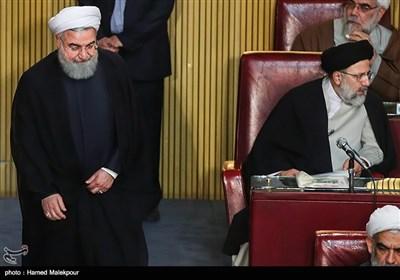 حجتالاسلام سیدابراهیم رئیسی و حجتالاسلام حسن روحانی رئیس جمهور در مراسم افتتاحیه چهارمین اجلاسیه دوره پنجم مجلس خبرگان رهبری