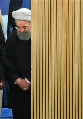 حجتالاسلام حسن روحانی رئیس جمهور قبل از ورود به مراسم افتتاحیه چهارمین اجلاسیه دوره پنجم مجلس خبرگان رهبری